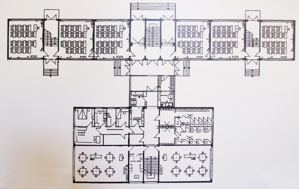 _erfurt iskolatíp1966ndk kompakt, az ndk-ban számos megvalósulási formája kétoldali megvilágításért lépcsők, félnyilvános területek, informális komm helye hiányzik